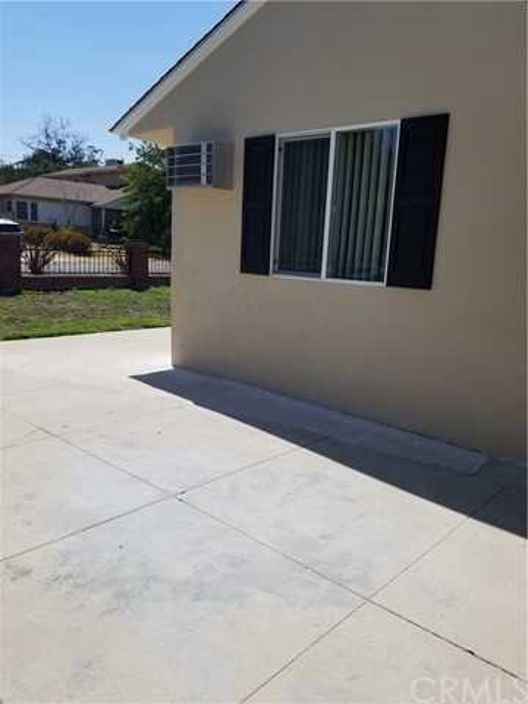10321 Parr Avenue, Sunland CA: http://media.crmls.org/medias/165de579-db1e-496e-94d3-d6b893f20381.jpg