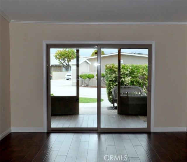 1281 Mayfield Road, Seal Beach CA: http://media.crmls.org/medias/167147a2-fd6b-4f0a-9082-731d15482a2a.jpg