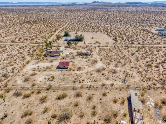 230 Delgada Avenue, Yucca Valley CA: http://media.crmls.org/medias/1674ce24-a81f-498c-978f-9f8e2bbb78b1.jpg
