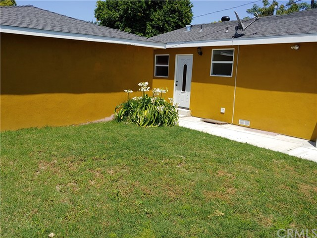 3360 Wisconsin Avenue, South Gate CA: http://media.crmls.org/medias/16838420-c35a-42a4-af83-10f954dca410.jpg