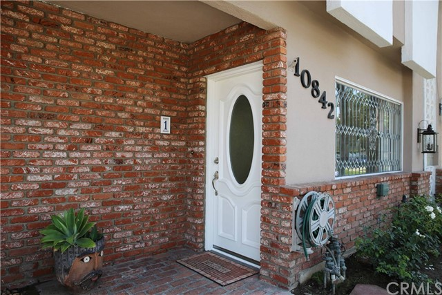 10842 Huston Street, North Hollywood CA: http://media.crmls.org/medias/168df87c-4750-4cc5-85c9-4d30d270eaf1.jpg