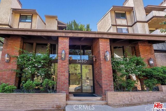 3480 Barham Boulevard, Hollywood Hills East CA: http://media.crmls.org/medias/16a1de62-2c95-4a6d-9833-79d41996e16f.jpg
