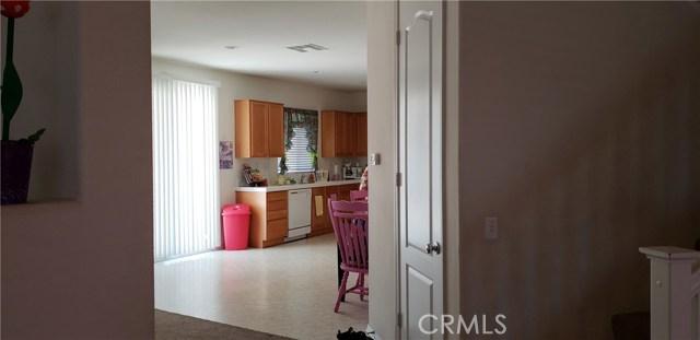 13223 La Crescenta Avenue, Oak Hills CA: http://media.crmls.org/medias/16ce812e-1f49-4dac-99fc-2439e8d33ee9.jpg