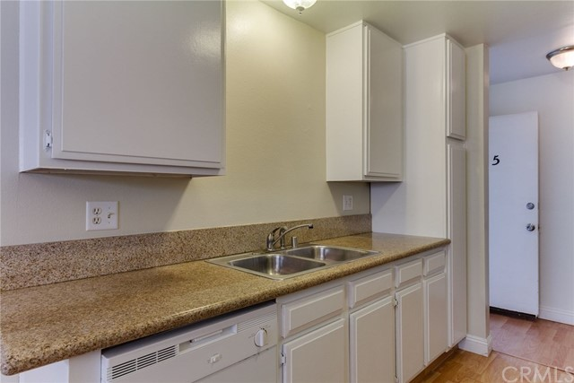 4515 California Avenue, Long Beach CA: http://media.crmls.org/medias/16d977bf-be87-439a-9a81-091e7ec7bcd2.jpg