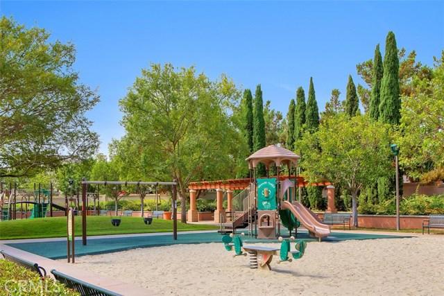 16 Calavera, Irvine CA: http://media.crmls.org/medias/16f19592-8b13-4377-929c-e493d7bcf035.jpg