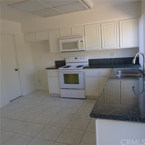 18236 Muir Woods Court, Fountain Valley CA: http://media.crmls.org/medias/16f3a831-e0d5-4b58-b144-e86cfeb7319d.jpg