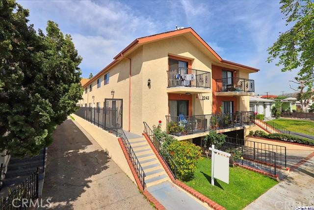 Casa Unifamiliar por un Venta en 2243 N Catalina Street Burbank, California 91504 Estados Unidos