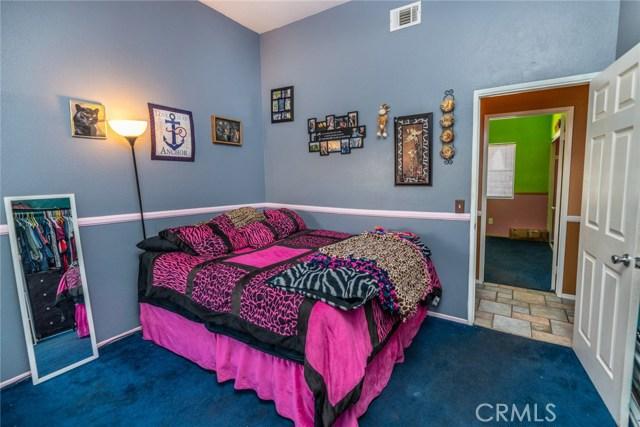 15029 Brown Lane, Victorville CA: http://media.crmls.org/medias/170dd7b5-4269-4289-8d8f-817bc549a188.jpg
