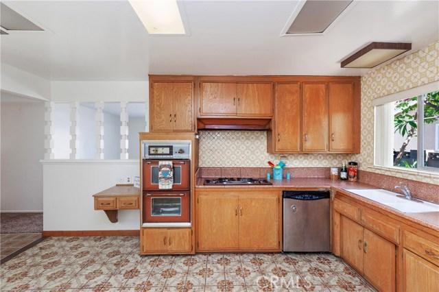 4261 W Flower Avenue, Fullerton CA: http://media.crmls.org/medias/171febba-3bda-43f3-99ad-8e8dbd81f302.jpg