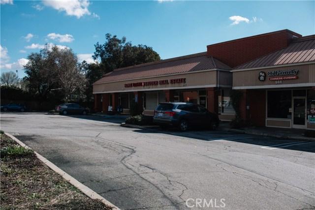936 W Foothill Boulevard, Claremont CA: http://media.crmls.org/medias/1725a8aa-b25d-4c13-bf8e-02eb8d19173a.jpg