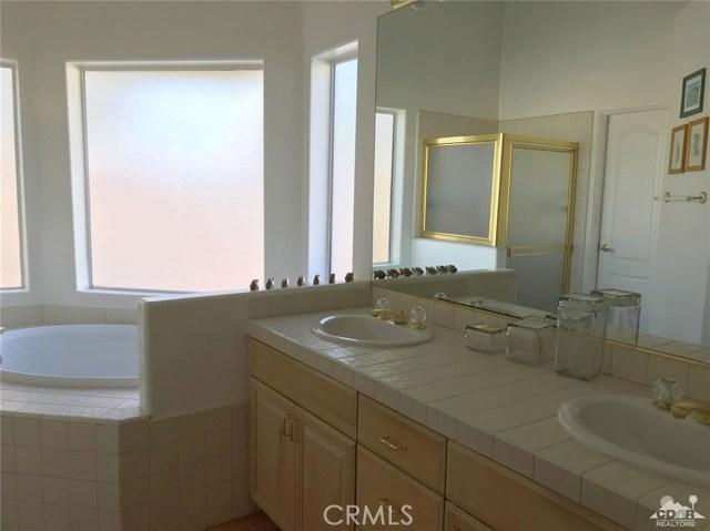 40620 Glenwood Lane, Palm Desert CA: http://media.crmls.org/medias/1727767a-0140-412c-8579-e7a9d013bd5f.jpg