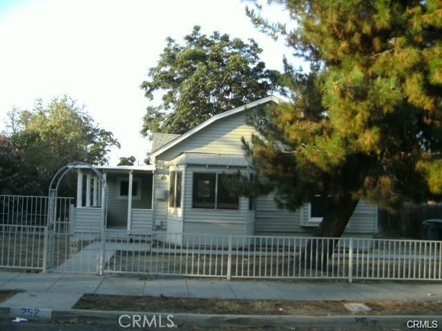 252 E 2nd Street, San Jacinto CA: http://media.crmls.org/medias/174a926a-7e7a-49f3-8612-2e0f01739c8c.jpg