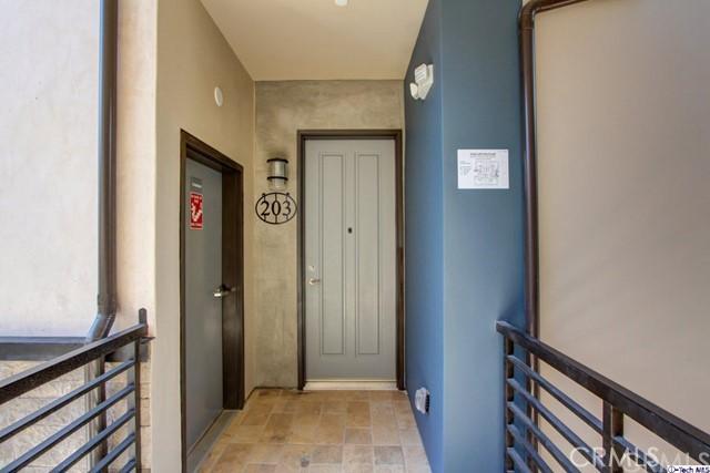 330 Salem Street, Glendale CA: http://media.crmls.org/medias/1753e054-b5c8-427d-a601-024118766b17.jpg