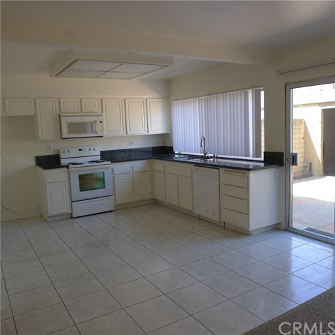 18236 Muir Woods Court, Fountain Valley CA: http://media.crmls.org/medias/175726b3-b997-452c-826a-33f0e2dfca89.jpg