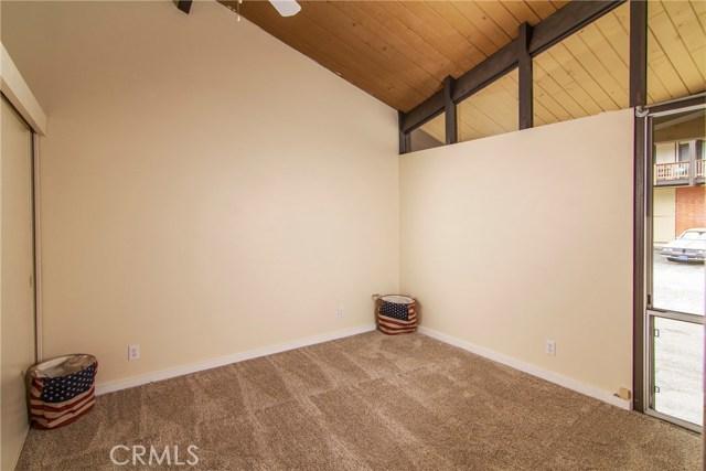 872 Sierra Vista Drive, Twin Peaks CA: http://media.crmls.org/medias/17582889-fbd0-4f3d-a57d-aa28d09df4c2.jpg