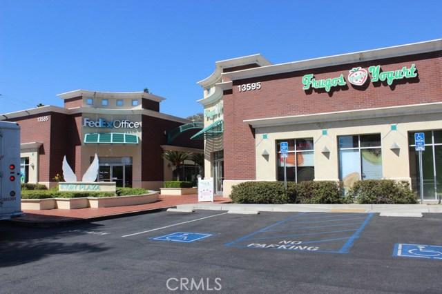 13583 Whittier Boulevard, Whittier CA: http://media.crmls.org/medias/17589622-65bd-48fe-8063-3e61b7c7afdc.jpg