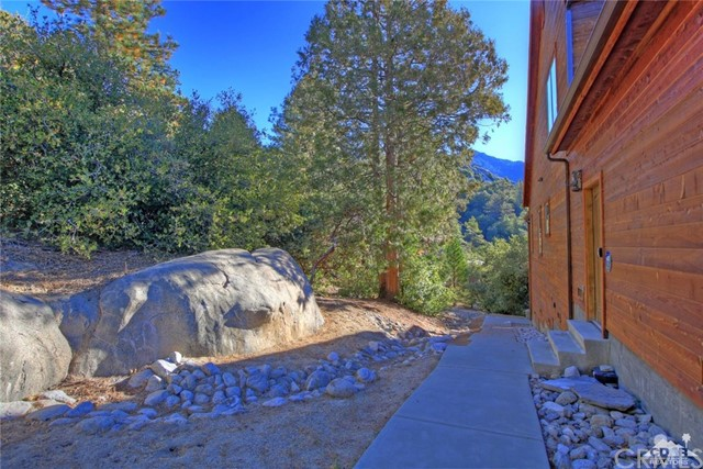 Additional photo for property listing at 25360  Fernleaf Drive 25360  Fernleaf Drive Idyllwild, California 92549 United States