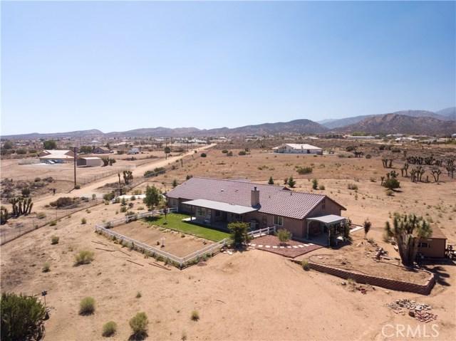 9022 Branding Iron Road, Phelan CA: http://media.crmls.org/medias/177e7e70-6ecb-48da-a08e-c924ce1cd775.jpg