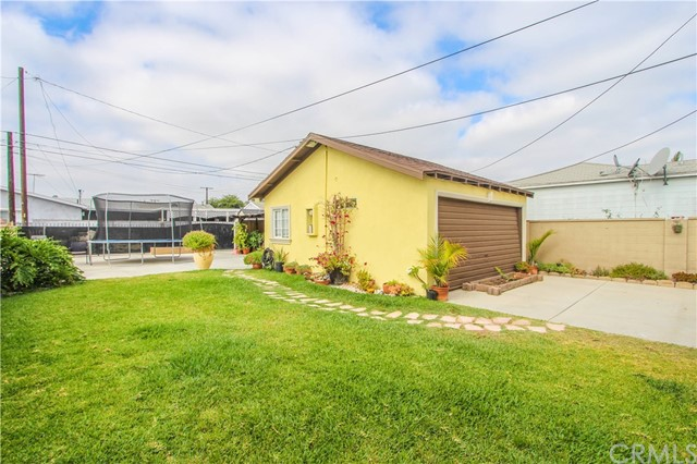 12122 183rd Street, Artesia CA: http://media.crmls.org/medias/17857d98-8f68-4c77-b6d0-458ea208cee2.jpg
