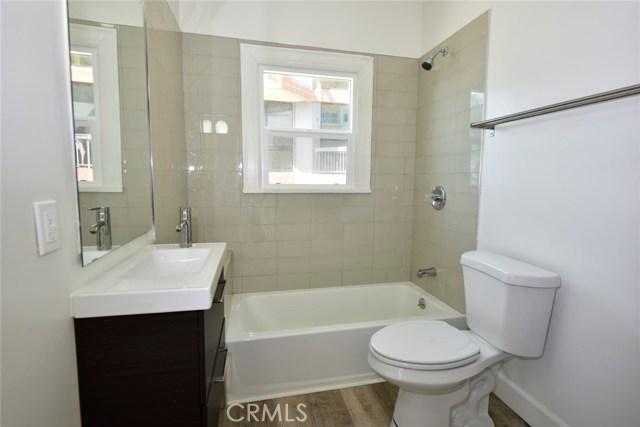 1045 Ocean Avenue, Santa Monica CA: http://media.crmls.org/medias/179282d6-a9b5-49e1-baaa-f4f40f9235b4.jpg