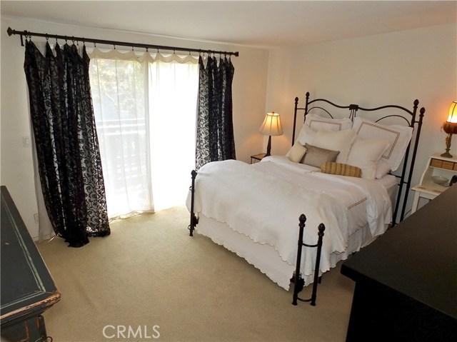 1053 Parkhill Drive, Costa Mesa CA: http://media.crmls.org/medias/17c27c5f-9d84-4e20-93e6-1cf9458ec2de.jpg