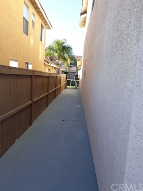 845 Pheasant Street, Corona CA: http://media.crmls.org/medias/17c7fcc3-eb13-44a4-b77b-b7f12b88794a.jpg