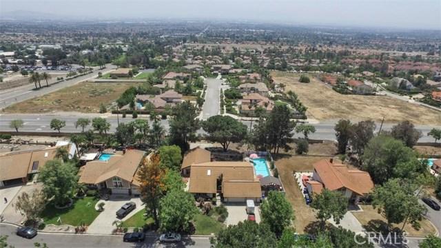 10425 Poplar Street, Rancho Cucamonga CA: http://media.crmls.org/medias/17cb2460-486f-47ce-a171-a0f3190fad2d.jpg