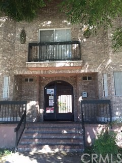 Townhouse for Sale at 147 Acacia Avenue Unit 153 147 W Acacia Avenue Glendale, California 91204 United States