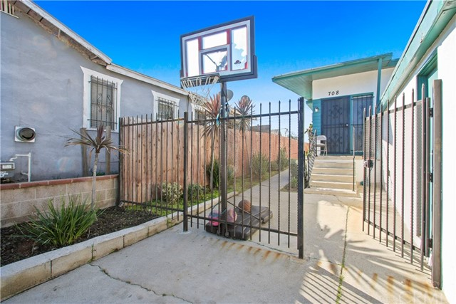 708 E Imperial, Los Angeles CA: http://media.crmls.org/medias/18244e8e-efe1-44fa-a3cf-49003763b5b1.jpg