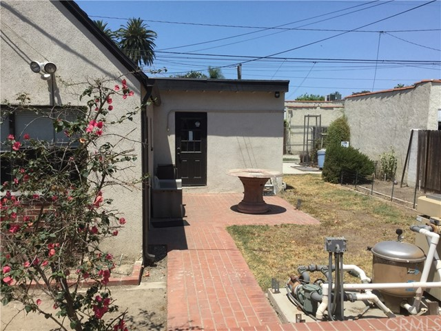 3735 Gaviota Avenue, Long Beach CA: http://media.crmls.org/medias/18383951-d796-41a5-8804-0134dfdf7638.jpg