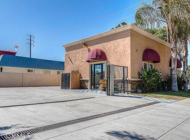 12074 Rosecrans Avenue, Norwalk CA: http://media.crmls.org/medias/1843d086-90c8-4b57-bc1b-f042955a025b.jpg
