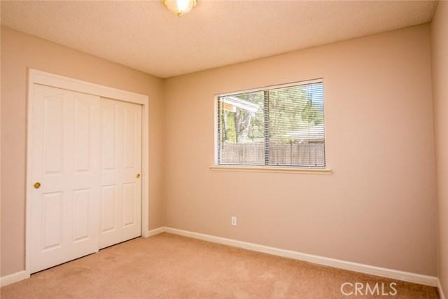 40768 Griffin Drive, Oakhurst CA: http://media.crmls.org/medias/18546015-2c28-4ecb-a2cb-152b344c8f00.jpg