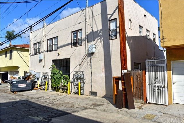 1720 E 1st Street, Long Beach CA: http://media.crmls.org/medias/1856e667-95c0-46f6-ac51-601c76f796d2.jpg