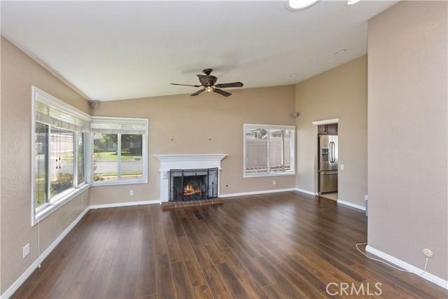 805 Cottonwood Street, Corona CA: http://media.crmls.org/medias/1856fdcf-77fd-42e4-bed9-dd633f4042d2.jpg