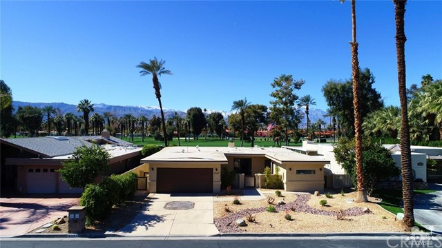 45337 Club Drive, Indian Wells CA: http://media.crmls.org/medias/185d3362-b6bb-4e0f-971f-9d5f1d984b39.jpg