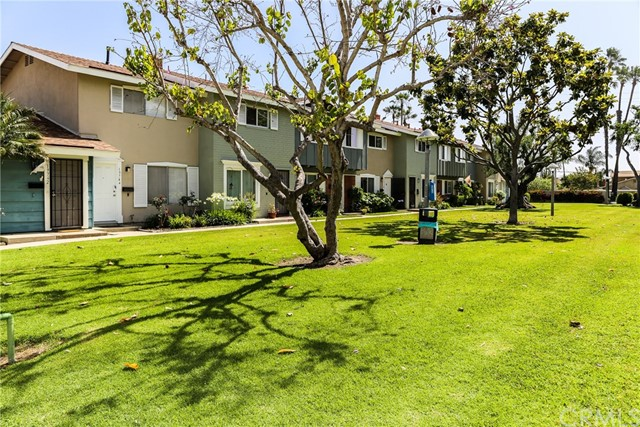 Detail Gallery Image 1 of 1 For 19750 Kingswood Ln, Huntington Beach,  CA 92646 - 2 Beds | 1/1 Baths