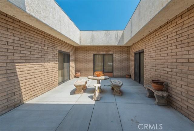 133 N Buena Vista Street, Hemet CA: http://media.crmls.org/medias/186b4fe6-33b2-45e9-bebf-203ba11674fd.jpg