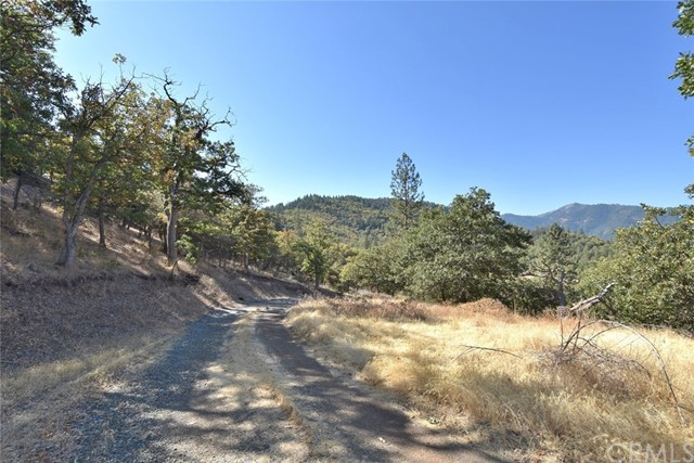 9924 Quartz Valley Road, Fort Jones CA: http://media.crmls.org/medias/186daca3-9cac-4329-97f7-226da2c84fcc.jpg