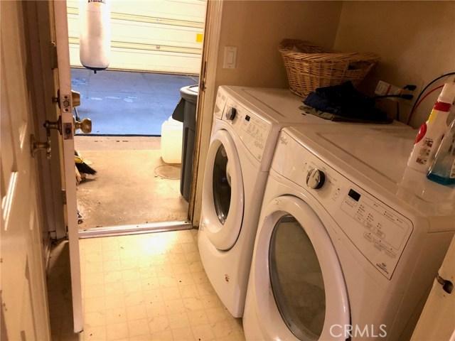 1881 Wedgewood Ave, Upland CA: http://media.crmls.org/medias/188cee15-306a-4988-82f8-351c78b4105d.jpg