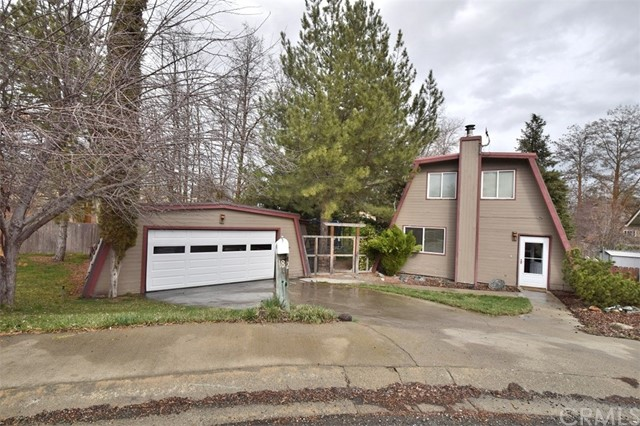 Single Family Home for Sale at 182 Stacy Court Yreka, California 96097 United States