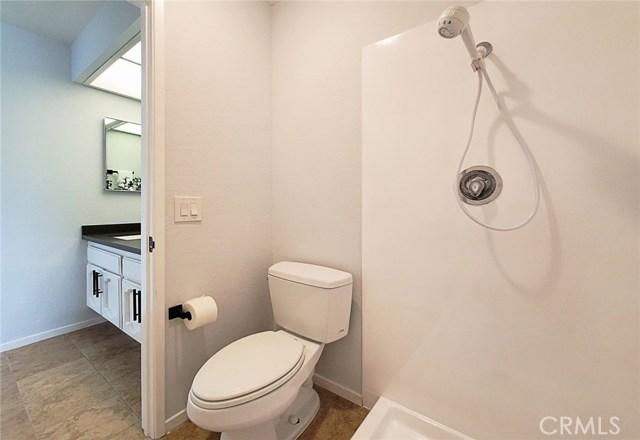 卧房个数: 2, 浴室个数 : 2.5