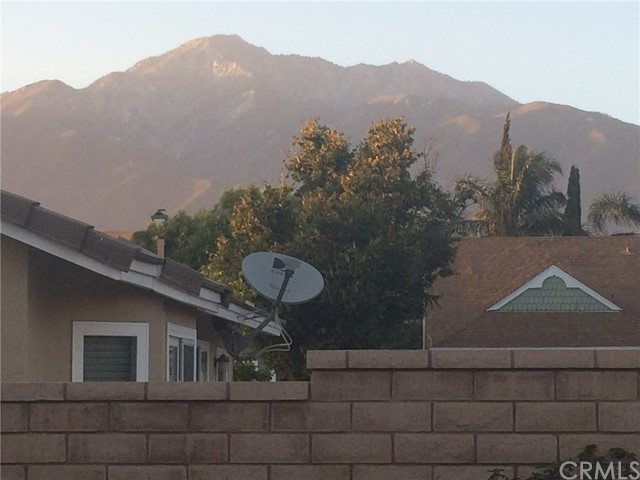 7421 Aurora Place, Rancho Cucamonga CA: http://media.crmls.org/medias/18d19d2c-8147-4fca-9b1a-b103bf04f4fb.jpg