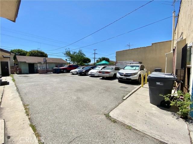 9300 California Avenue, South Gate CA: http://media.crmls.org/medias/18d378d4-1054-4b1f-8f26-a64d2e421692.jpg