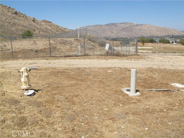 11275 Eagle Rock Road, Moreno Valley CA: http://media.crmls.org/medias/18da76a5-a282-4241-a49b-429bc41353da.jpg