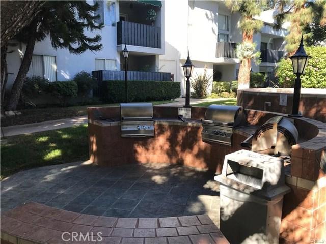 18645 Hatteras Street, Tarzana CA: http://media.crmls.org/medias/18f6f861-c2c9-43a2-b1a3-2df9c51653e9.jpg