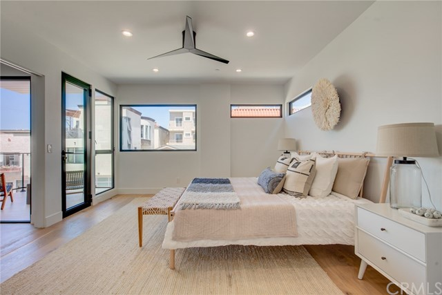 124 39th Street, Manhattan Beach, California 90266, 3 Bedrooms Bedrooms, ,2 BathroomsBathrooms,Single family residence,For Sale,39th,SB20089804