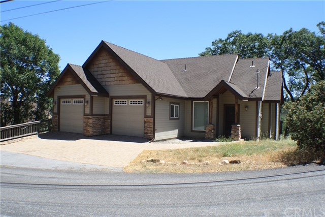 1499 Grass Valley Road, Lake Arrowhead, CA 92352