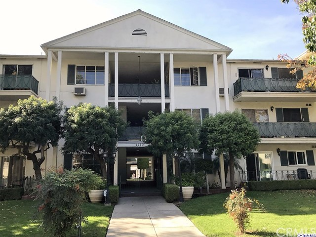 Condominium for Sale at 1231 Columbus Avenue N Glendale, California 91202 United States