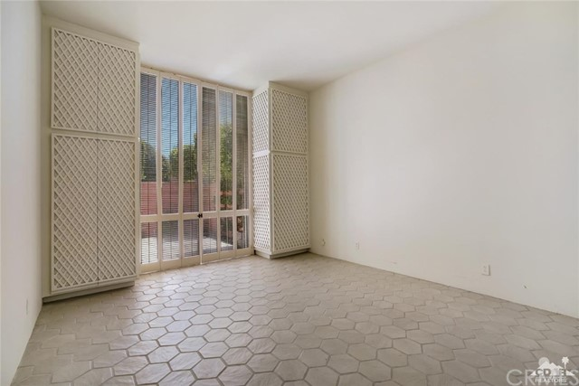 47043 Arcadia Lane, Palm Desert CA: http://media.crmls.org/medias/194621b4-d495-46f9-bcf3-6c0b76169d6b.jpg