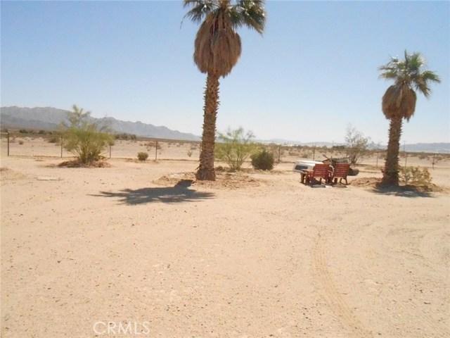 2751 Meriwether Road, 29 Palms CA: http://media.crmls.org/medias/198135d2-d517-4ab5-ad0d-66632425124c.jpg